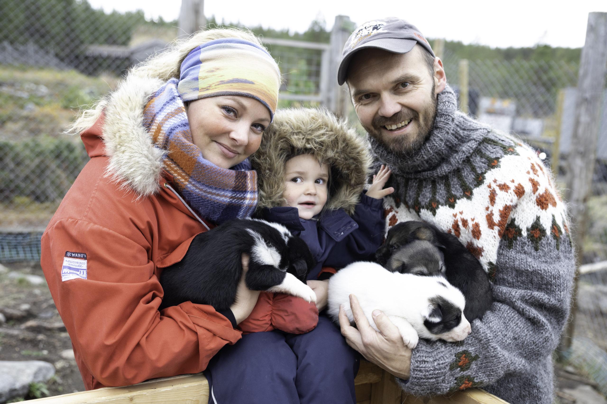 Øyvind, Vilja og Trine tilbyr hundekjøring
